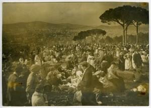 Lunes de Pascua en Montjuic. 1915 foto de Balell